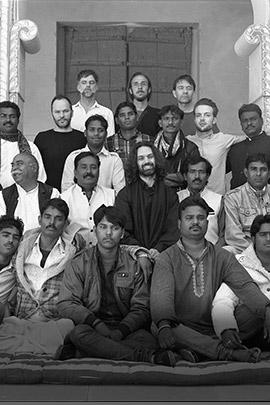 Junun un progetto musicale di Shye Ben Tzur, Jonny Greenwood (Radiohead) e The Rajasthan Express a Ravenna Festival il 2 giugno